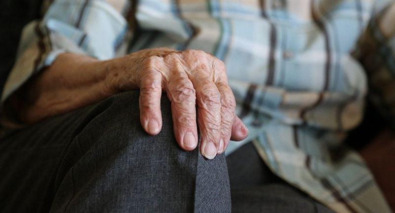 Ақтөбеде екі жігіт 84 жастағы қарияны соққыға жыққан