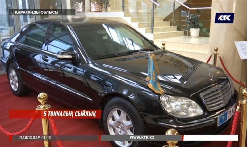 Назарбаевтың оқ өтпейтін көлігі көрмеге қойылды