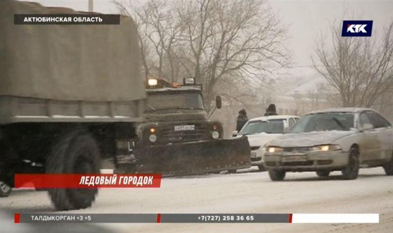 Актюбинские водители пострадали из-за гололеда