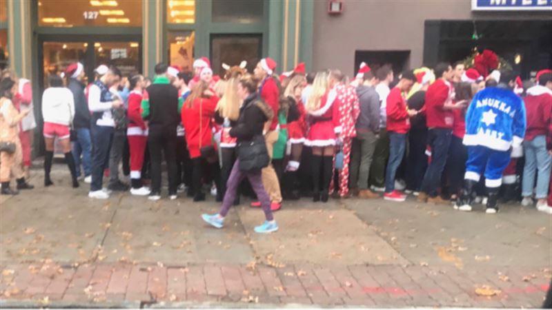 После фестиваля Санта-Клаусов в США полицейские попали в больницу