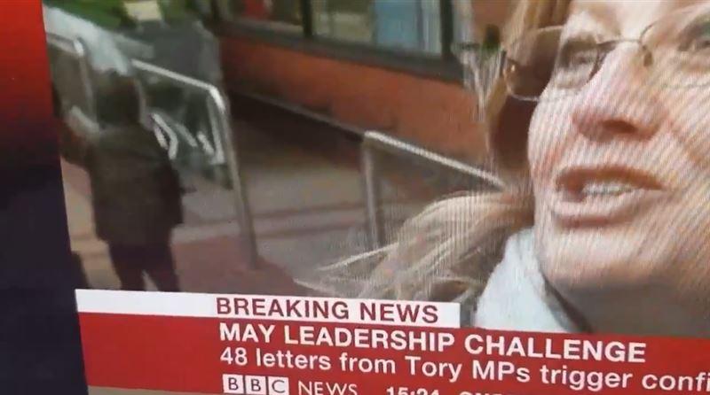 Ребенок внезапно «телепортировался» во время эфира новостей