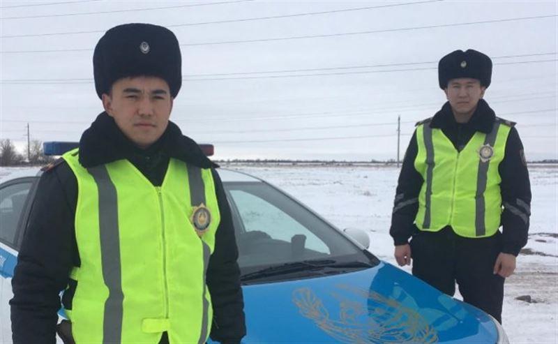 Шахтинск полицейлері ана мен оның екі баласын ажалдан құтқарып қалды
