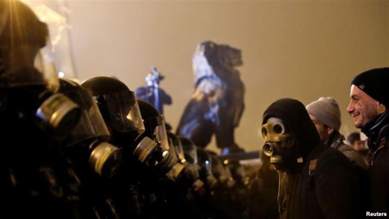 Будапеште мыңдаған адам үкіметке қарсы шеруге шықты