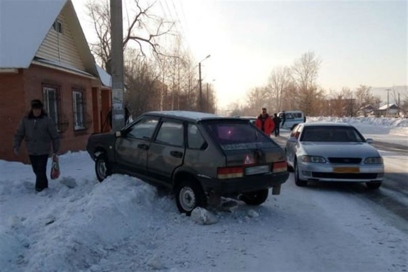Школьник попал под колеса автомобиля в Риддере
