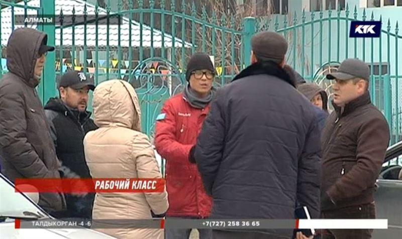 Алматинские строители не могут получить 7 миллионов за ремонт школы