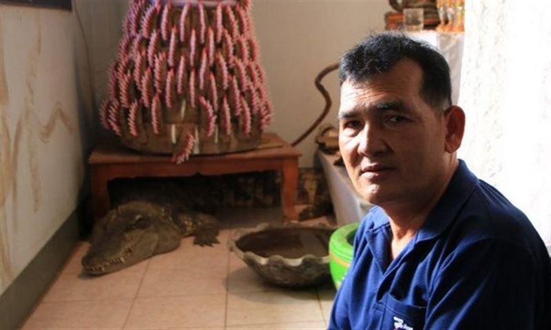Мужчина 20 лет живет с крокодилом, которого считает сыном