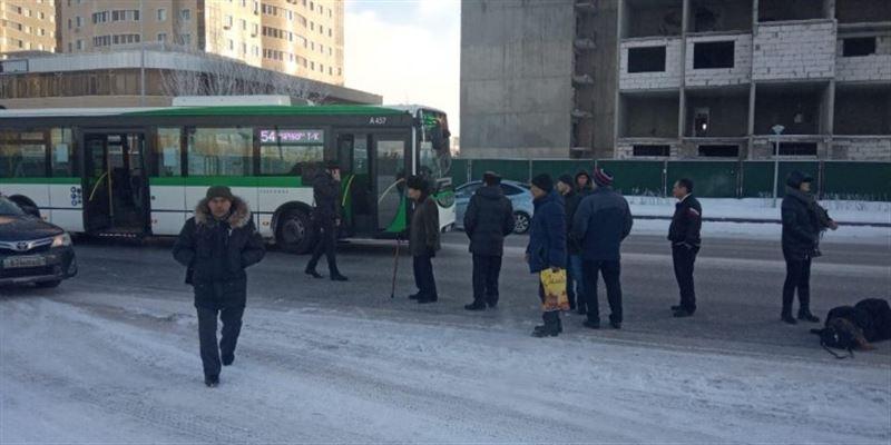 Астанада автобус бойжеткенді қағып кетті
