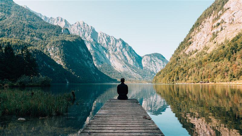 Ученые выяснили, в каком возрасте люди чувствуют себя одиноко