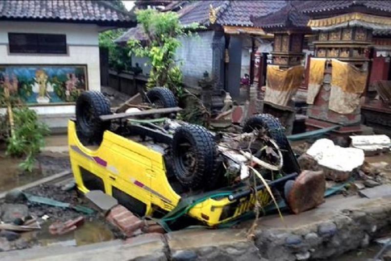 Индонезияда цунамиден 20 адам мерт болып, 165-і зардап шекті