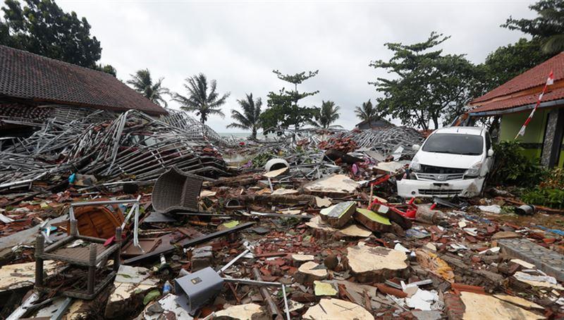 В результате цунами в Индонезии погибли 222 человека