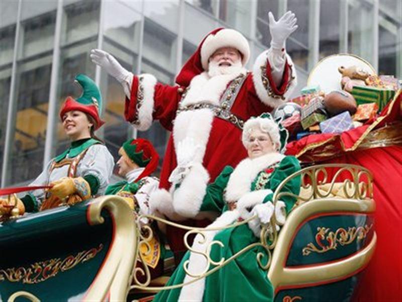 Парад Дедов Морозов и Снегурочек прошел  по Нью-Йорку