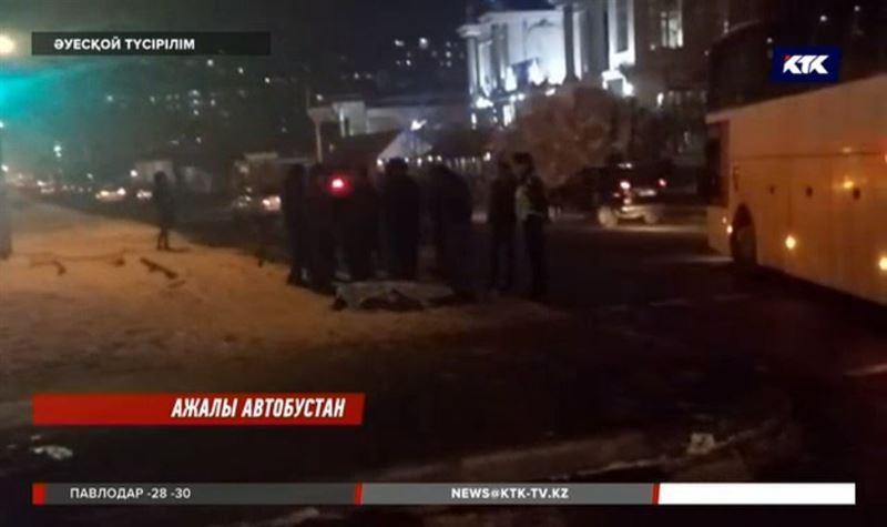 Алматыда 2 адам автобус астына түсіп мерт болды