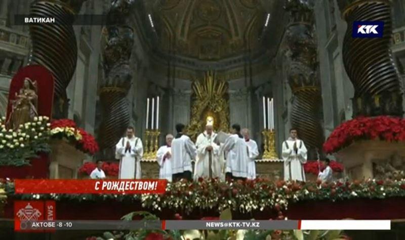 «Человечество стало жадным и ненасытным» - Папа Римский на рождественской мессе