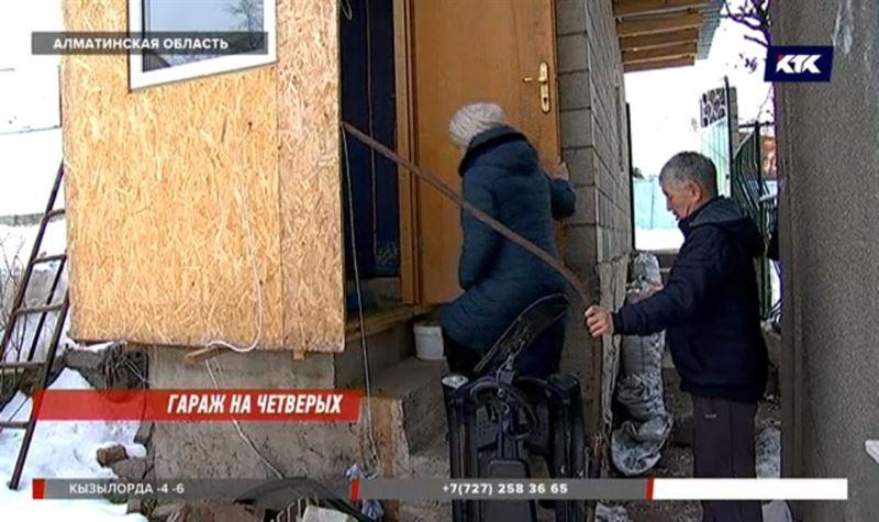 В Алматинской области мать-одиночка с детьми живет в гараже