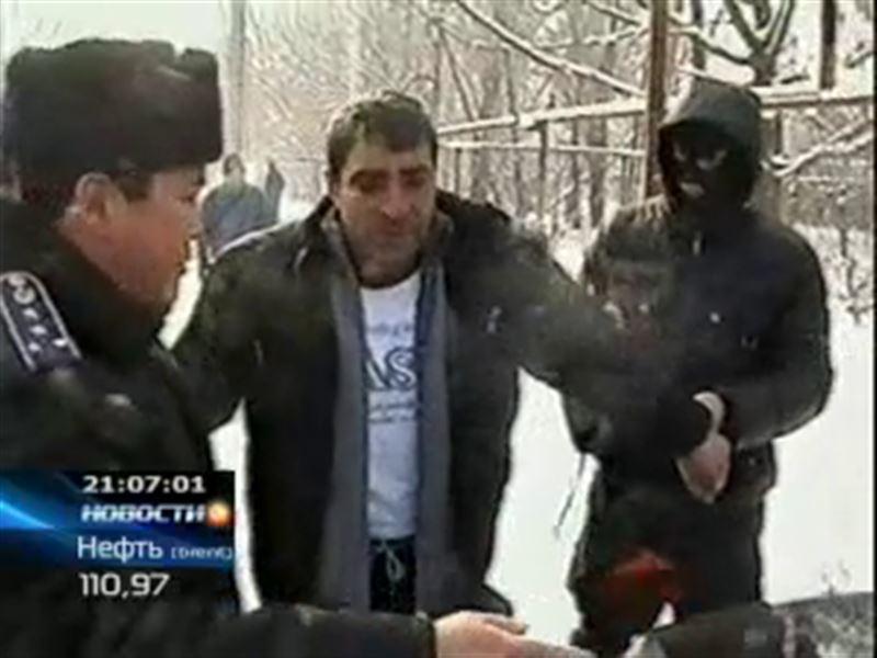 Целый арсенал оружия изъяли алматинские полицейские