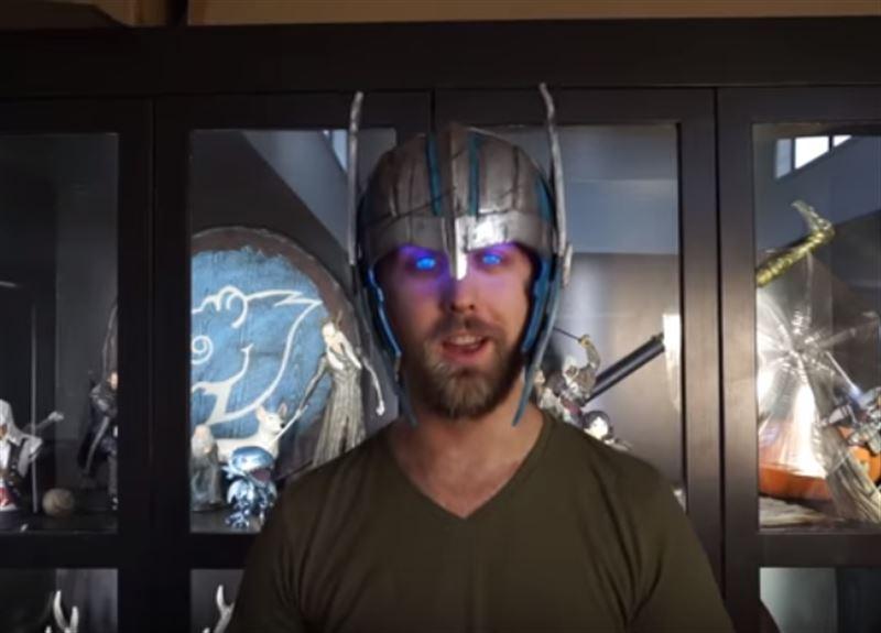Блогер продемонстрировал самодельный шлем Тора