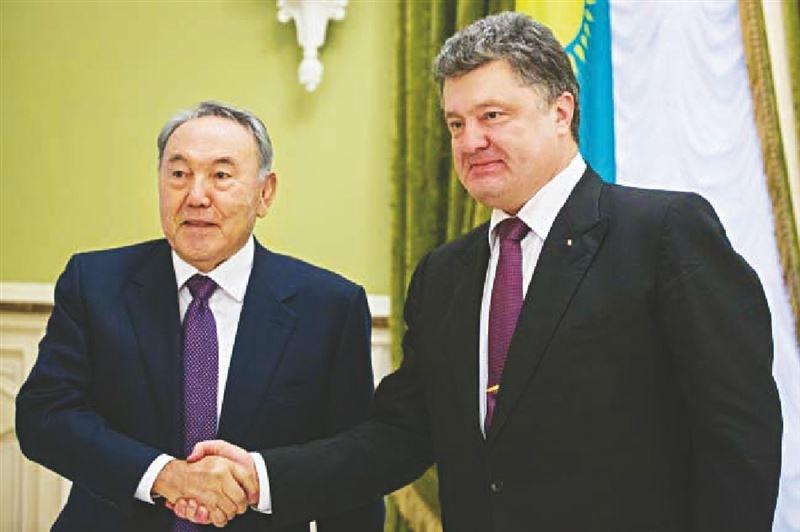 Назарбаев и Порошенко провели телефонный разговор
