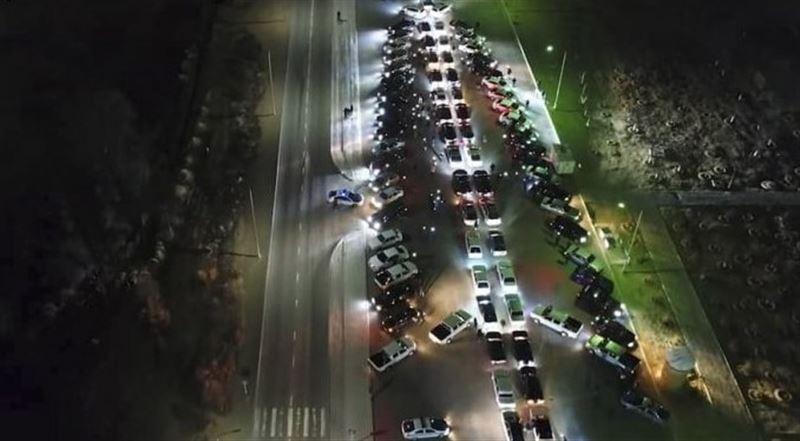 Новогоднюю елку из десятков машин выстроили актауские автомобилисты