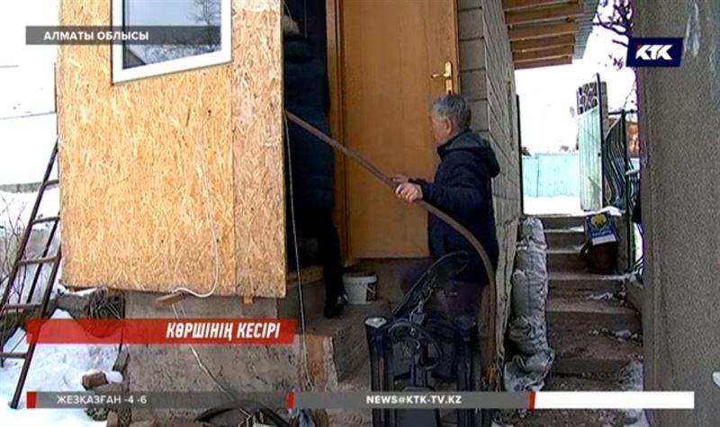 Алматы облысында жалғызбасты ана балаларымен гаражда тұрып жатыр