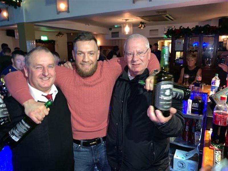 Макгрегор купил выпивку всем посетителям бара на четыре тысячи евро