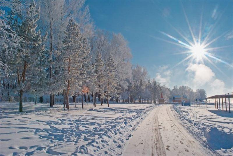 Погода на сегодня: сильный ветер и гололед прогнозируют в Казахстане