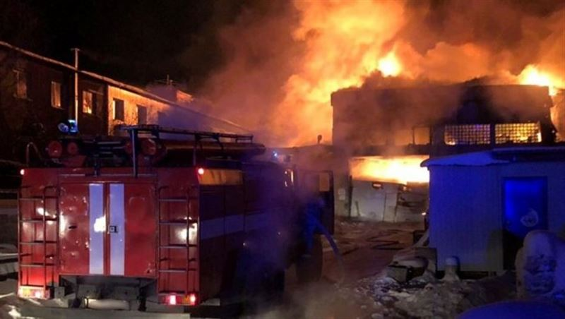 Резервуар с газом взорвался в Астане - в соседнем общежитии выбиты стекла