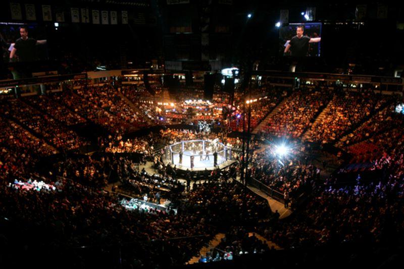 Боец MMA напал на пожилых людей на глазах у внуков