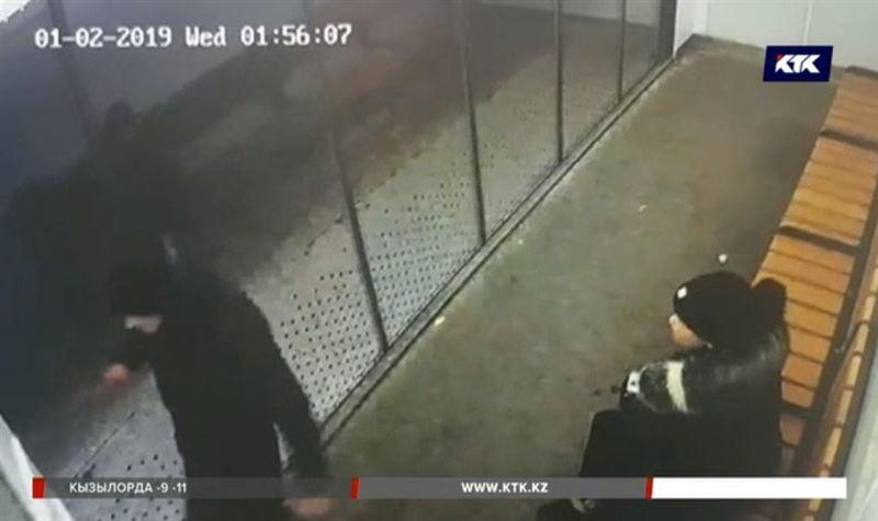 Полиция ищет вандала, повредившего тёплую остановку в Астане