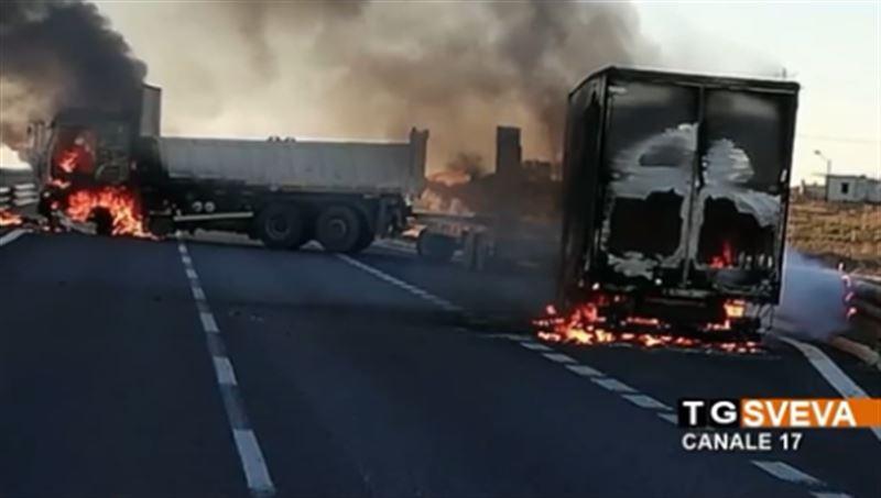 В Италии грабители на горящих грузовиках напали на инкассаторов