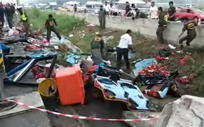 Автобус с туристами опрокинулся в Таиланде. Есть жертвы