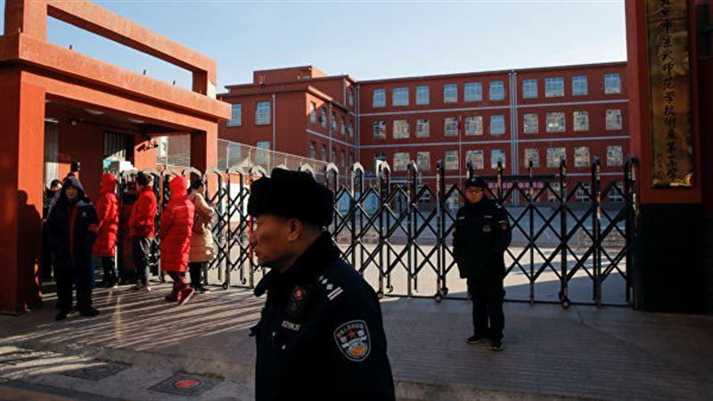Полиция Пекина задержала мужчину, напавшего на школьников