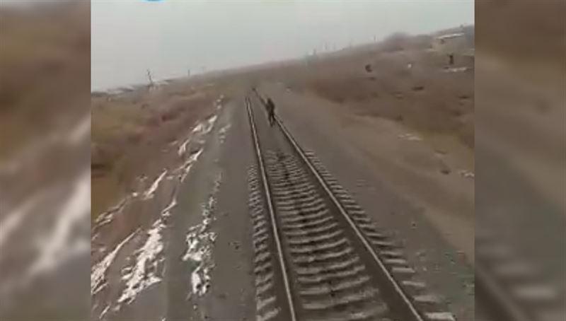 ШОК: Подросток оказался под колесами поезда в Узбекистане