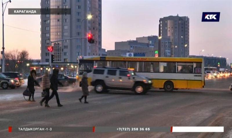 В Караганде автобус сбил пешеходов – девушка лишилась ноги