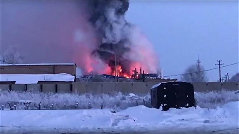 Крупный пожар произошел на заводе в Оренбурге
