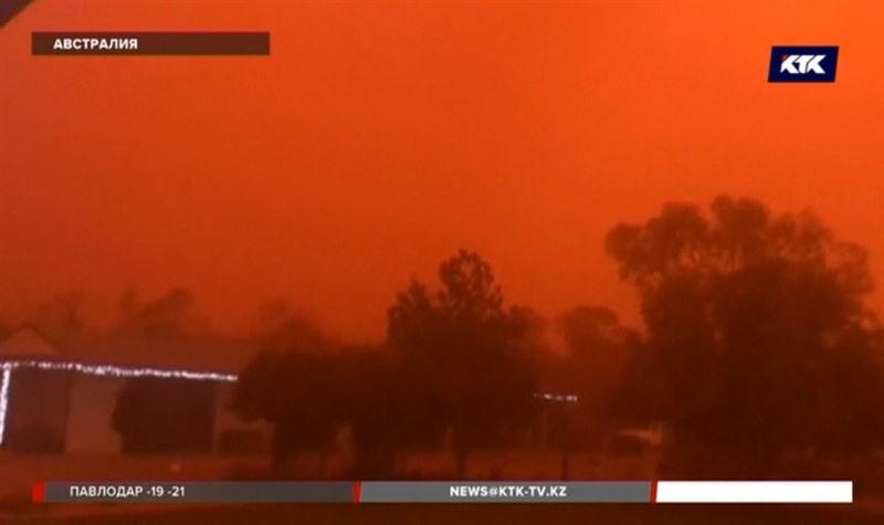 Австралийцы увидели оранжевое небо