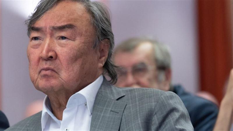 Олжас Сулейменов вновь попросил суд не лишать свободы Мухитову