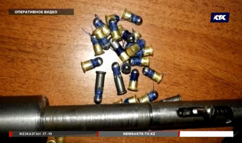 Оружейников на дому задержали в Шымкенте
