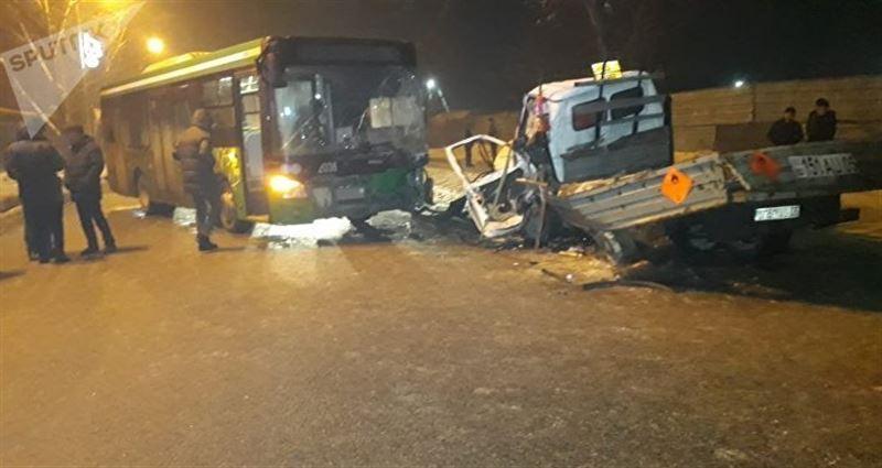 Водитель грузовика скончался в результате аварии в Алматы