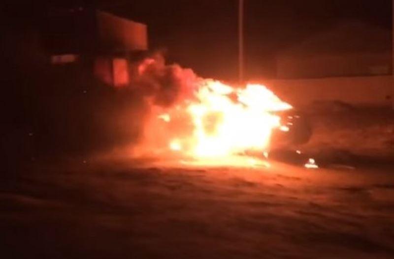 Машина полностью сгорела в Жанаозене