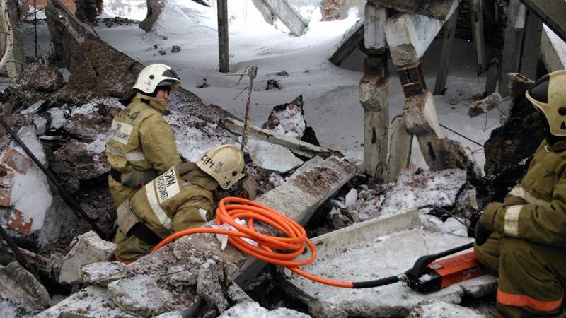 Подросток скончался из-за обрушения бетонных плит в Риддере