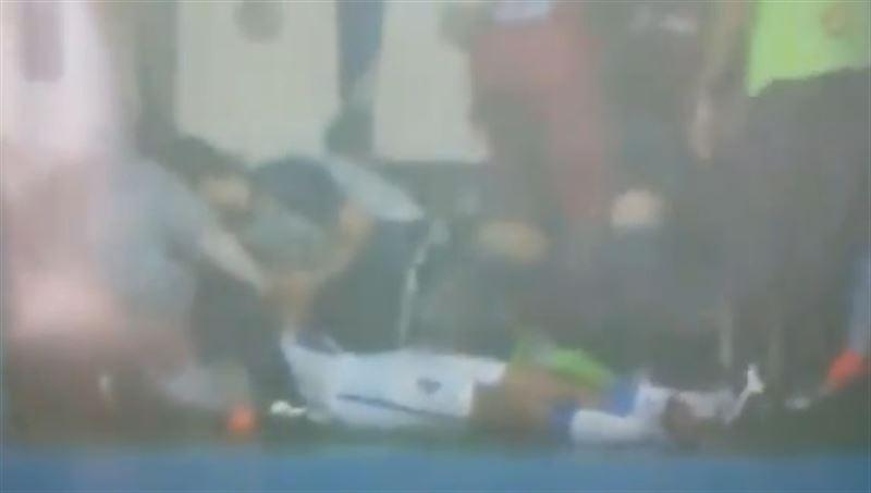 Футболист упал в обморок после удара молнии