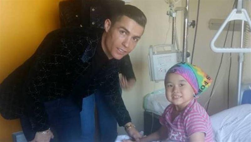 Роналду навестил больную раком девочку из Кыргызстана