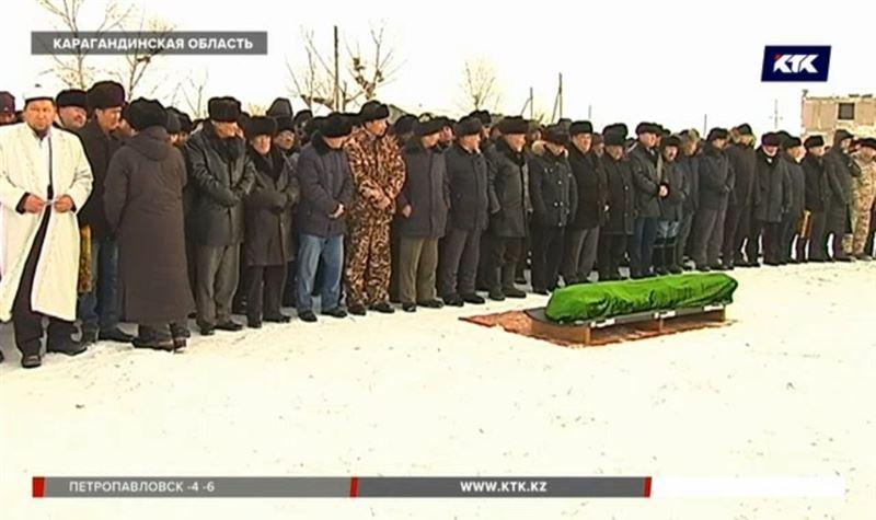 Инспектора, на которого напали браконьеры, похоронили