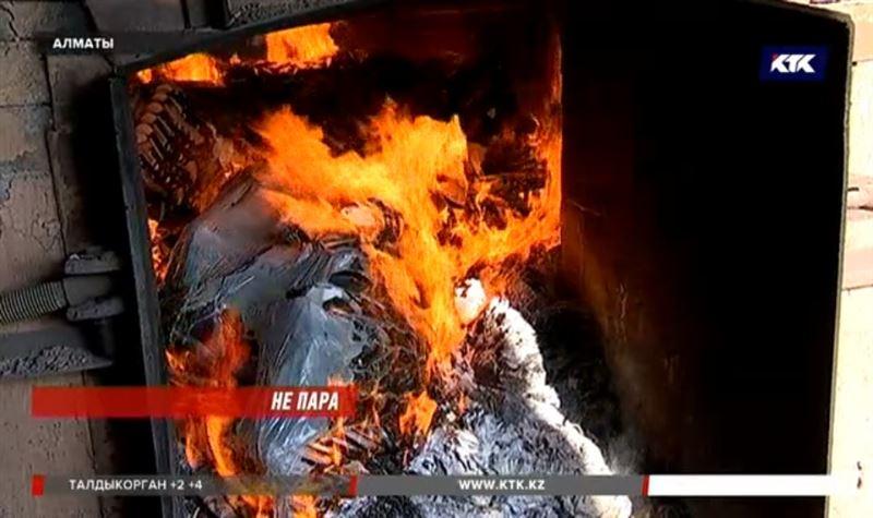 В Алматы сожгли 10 тысяч «неправильных» носков