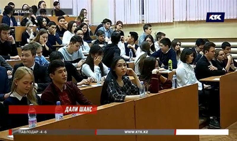 Казахстанцы сдают платное ЕНТ