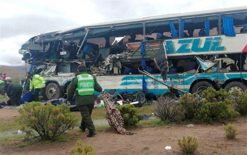Екі автобус соқтығысып, 20-дан астам адам қайтыс болды