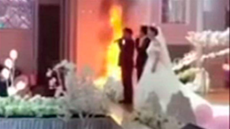 Молодожены продолжили свадьбу, несмотря на пожар
