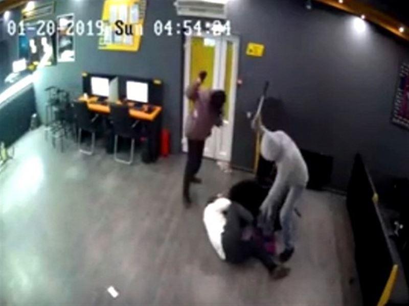 ШОК: В Алматы произошло дерзкое нападение на букмекерскую контору