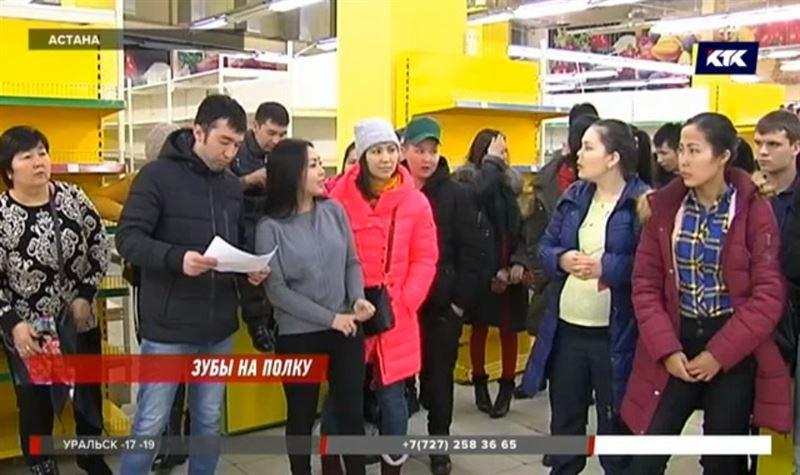 В Астане работники закрывшегося супермаркета остались без денег