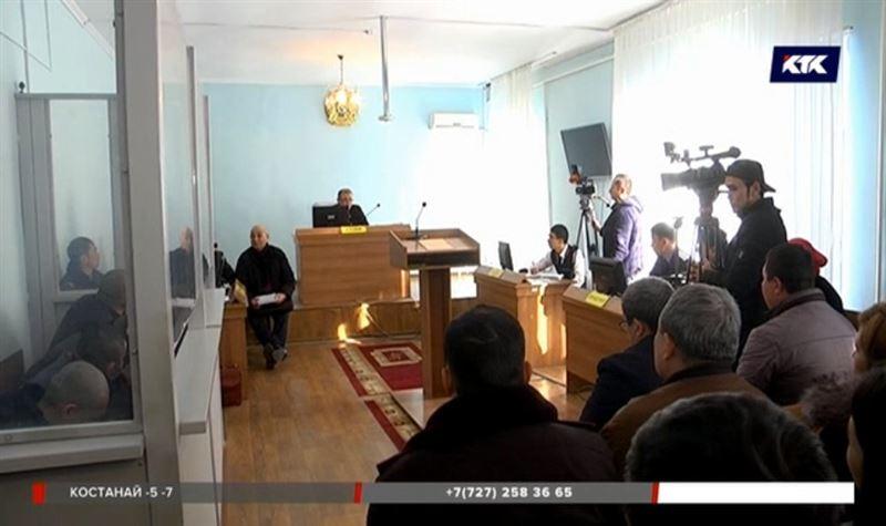 В Ленгере судят мужчин, подозреваемых в нападении на чиновницу